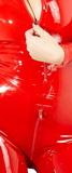 Červená latexová kombinéza